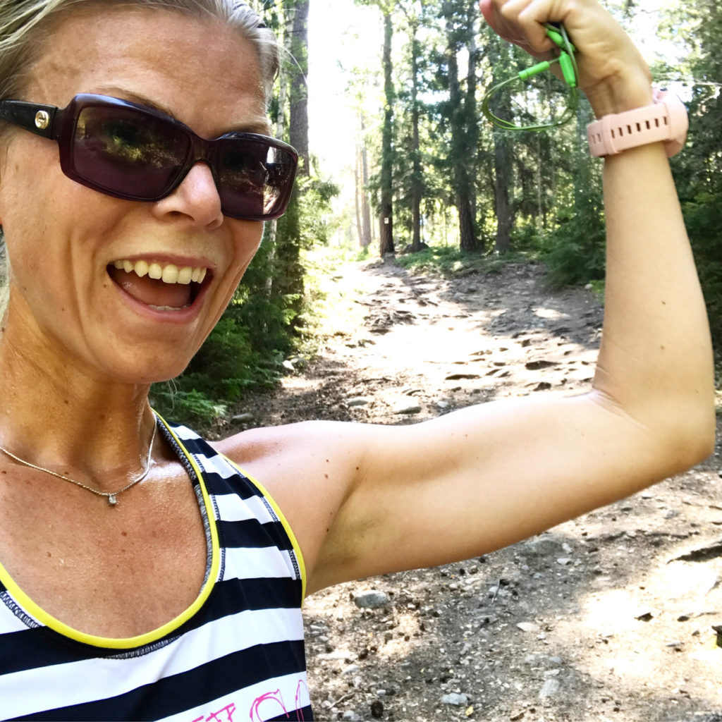 Känner mig stark i skogen - både fysiskt och mentalt när jag tar mig an ett kokhett träningspass.