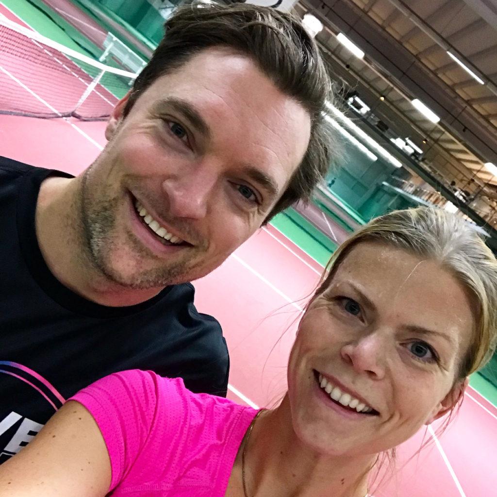 Tennis med kollegan Rasmus. Det är lyxigt att byta ut planerad träning och ersätta med rolig kompisträning.