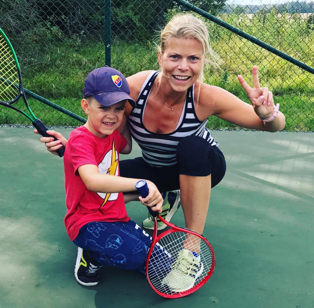 Lugn tennis med Charles i lördags, även om det är vilodag mår kroppen bra att vara igång på låga växlar.