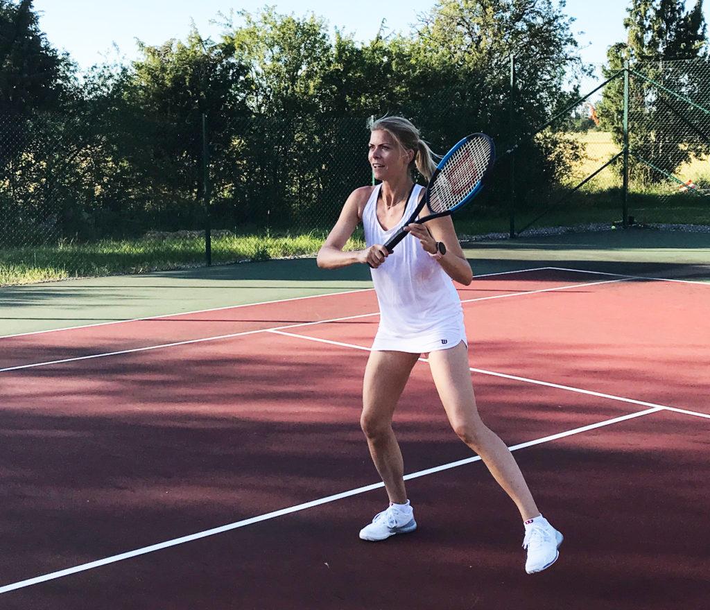 Älskar vitt på tennisbanan - känns väldigt mycket Wimbleton. Outfit: Wilson
