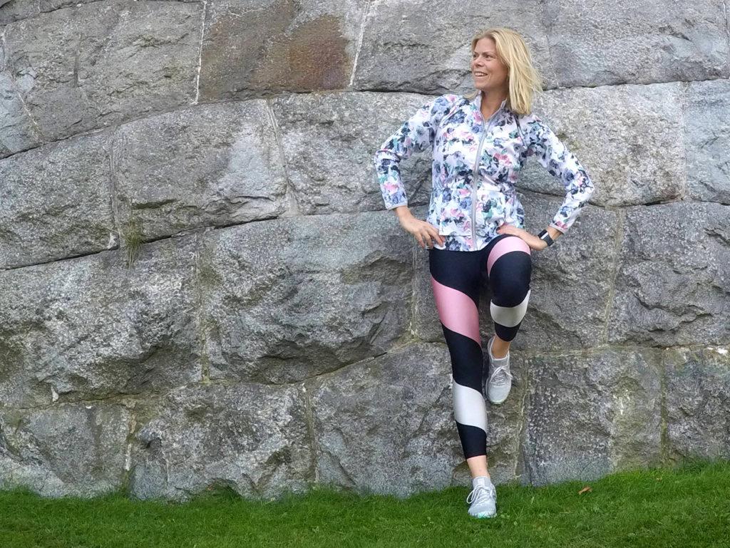 Ibland behövs det en lugn helg utan träning, även om träningskläderna åkte på ändå. Det är ju världens skönaste vardagsplagg. Outfit: Röhnisch, skor New Balance.