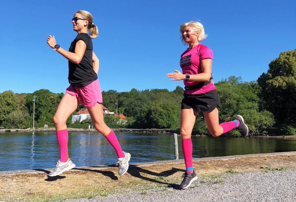 Vi tycker om att springa tillsammans, och att klä oss i liknande kläder tydligen ...