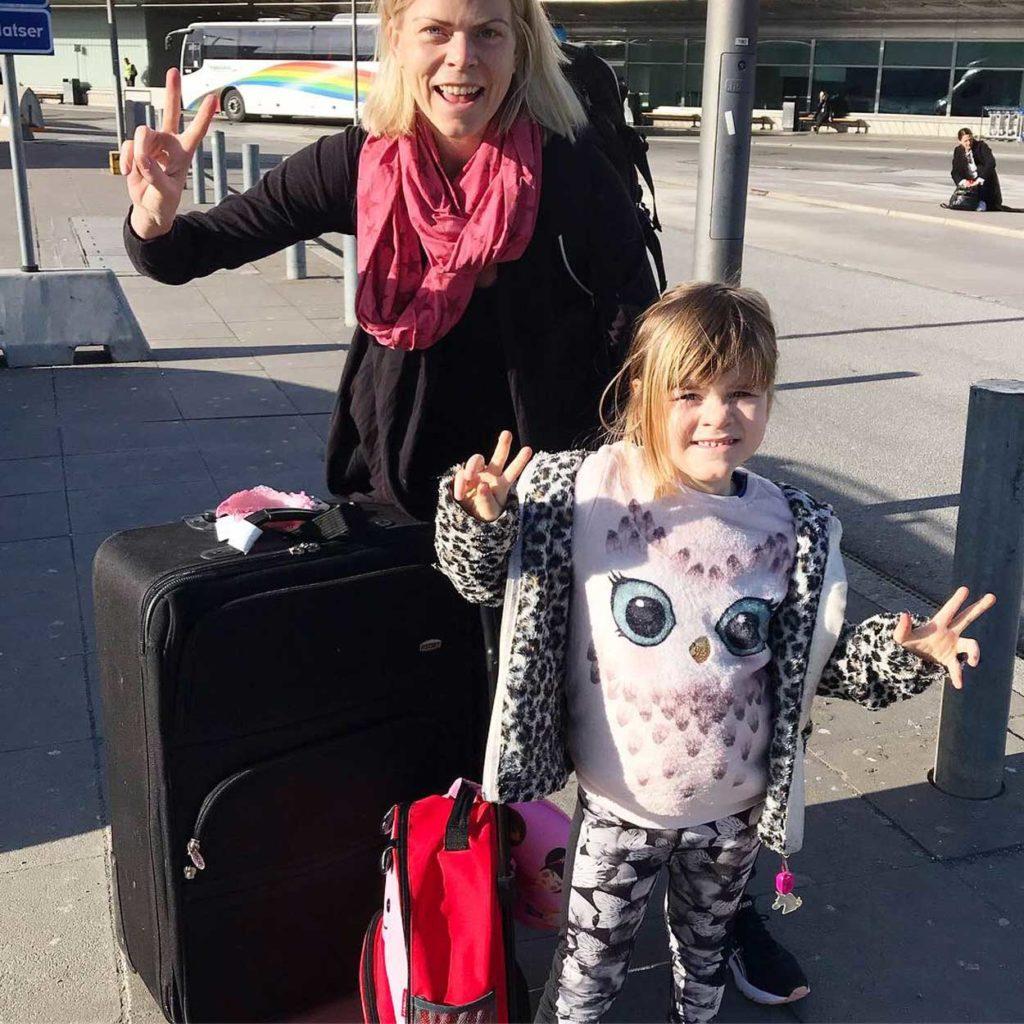 Taggade på Arlanda redo för flygresa till Thailand.