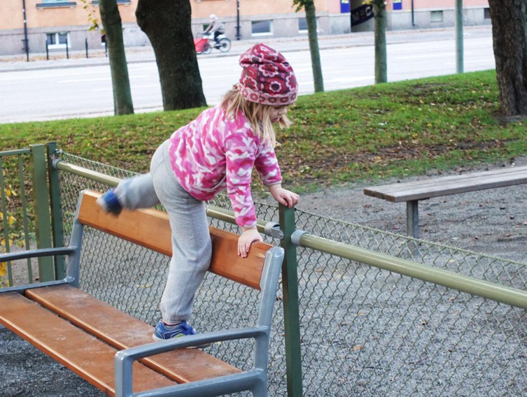 Varför använda grinden när man kan hoppa över staketet?