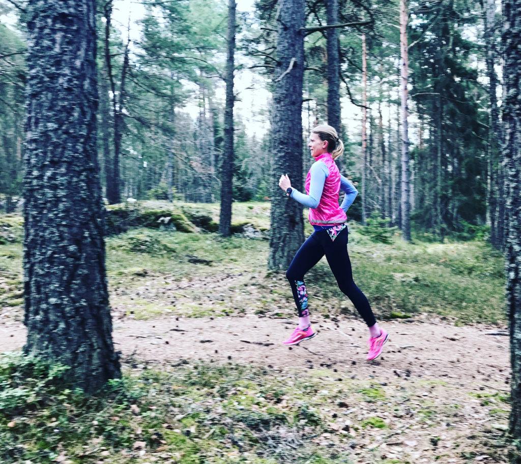 Första passet mot Ultravasan 45. En mils löpning i Ursvik. Skönt att byta ut asfalt mot mjukare underlag.