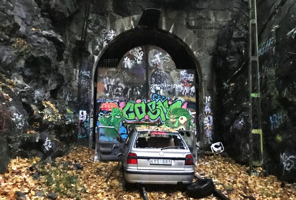 Detta är en av tunnlarna vi kommer att springa igenom nästa lördag under STHLM Above/Below. Dock kommer inte den söndertrashade bilen att vara där.