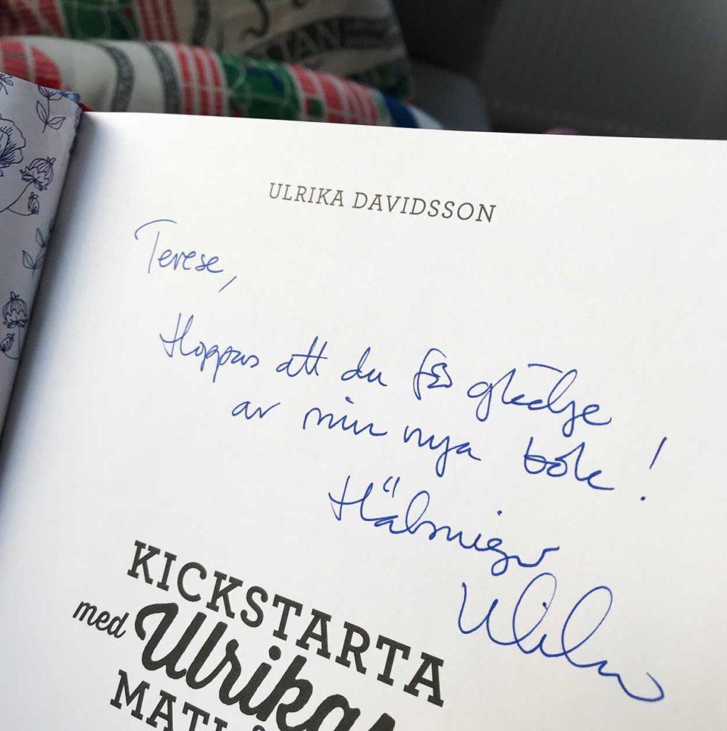 En bok som skänkte värme i brevlådan. Tack för en fin bok Ulrika.
