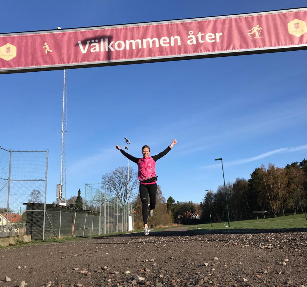 Klart jag sträcker armarna mot skyn när jag springer i mål, även om det bara är under en morgonjogg i Ursviks motionsspår.