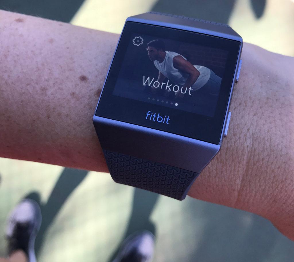 Sätter igång workout-läget innan Cardio Tennis.