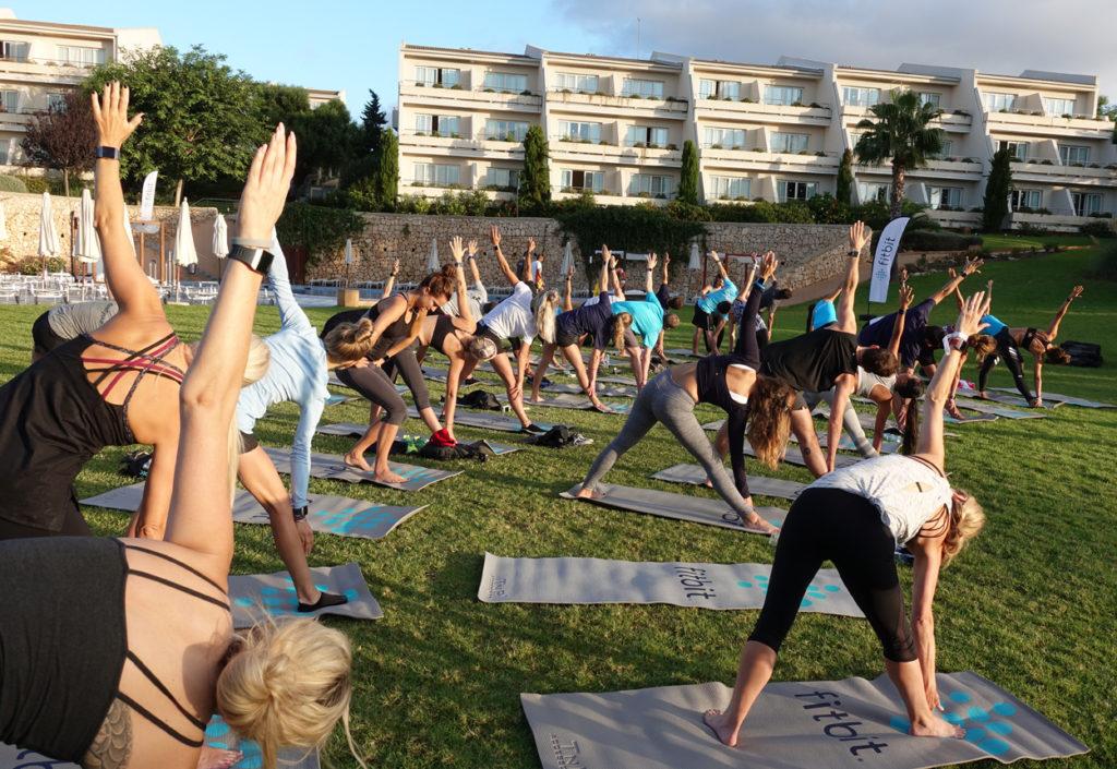 Många ville komma och väcka kroppen med yoga innan frukost.